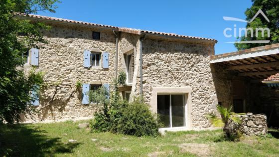 Maison en pierre 130 m2 + dépendances