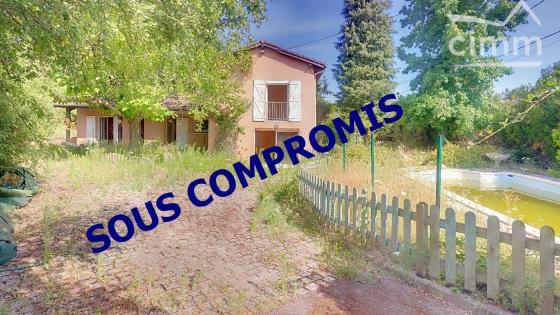 A VENDRE AMPLEPUIS 69550 Maison individuelle 4 chambres sur terrain de 1026 m² clos.
