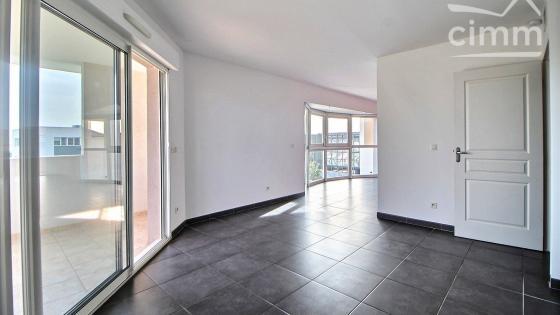 Montpellier, Ovalie / Estanove, dernier étage T4 de 83,30m² avec 2 terrasses et garage