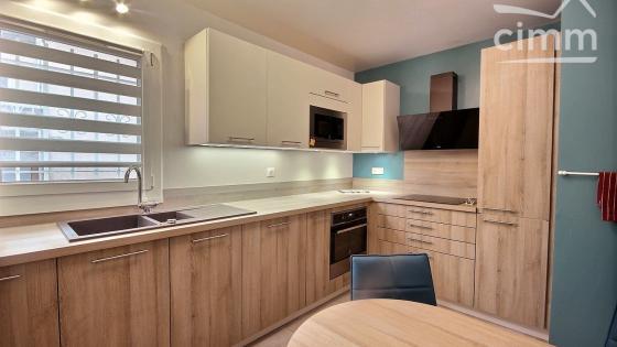 Torcy (77200), Maison mitoyenne d'environ 126 m² habitable, 5 chambres, jardin, garage, secteur calme et proche de toutes commodités.