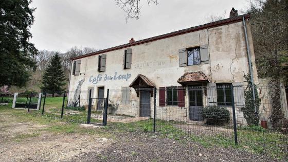 SAINT-MARTIN-D'AUXY Maison en pierres avec dépendances