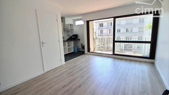 Nantes Est - Studio meublé avec balcon, cave et stationnement, proche C6