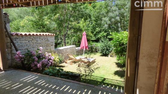 Charmante petite maison en bordure de conche à La Garette, village typique du marais Poitevin.