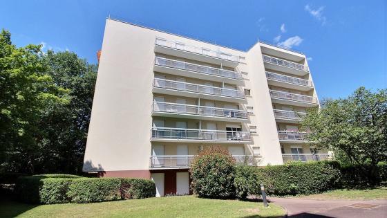 LE CREUSOT, appartement 35,14 m² habitables (loi Carrez) avec place de parking privative dans résidence sécurisée