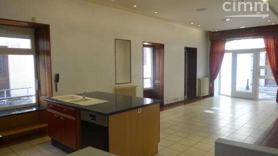 TULLINS - 38210 - Plein CENTRE Bel Appartement T3 Bis + Garage à Vendre !