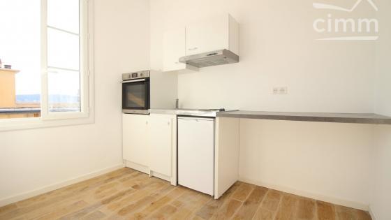 Parc Impérial appartement F1 vide de 20 m² rénové